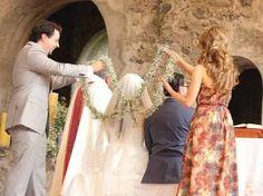 Resultado de imagen para lazo de boda con flores naturales