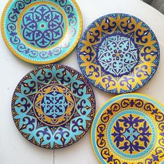 Plate Wall Decor, Plates On Wall, Dot Art Painting, Ceramic Painting, Painted Ceramic Plates, Decorative Plates, Pottery Painting Designs, Islamic Paintings, Tile Crafts