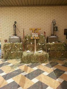 Sketo wedding hay bale deco with distilleries
