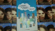"""Ciudades de Papel"" (Spanish Version) escrito por John Green"