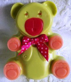 Un osito hecho en jabón..que gusta mucho a los niños!! y a nosotros también..verdad?