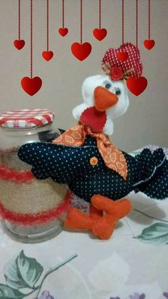Cris Silva Felt Crafts, Diy And Crafts, Arts And Crafts, Sewing Crafts, Sewing Projects, Projects To Try, Kitchen Hot Pads, Chicken Pattern, Chicken Crafts