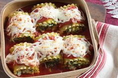 Spinach Lasagna Rolls recipe - Everything you love about lasagna: pasta, spinach and sauce, plus three kinds of cheesiness, all rolled up into one perfect bundle of gooey goodness. Kraft Foods, Kraft Recipes, Pasta Recipes, Dinner Recipes, Cooking Recipes, Healthy Recipes, Lasagna Recipes, Casserole Recipes, Dinner Ideas