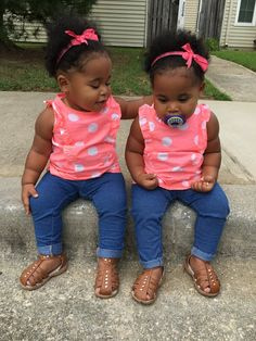 Gorgeous twin baby girls full of personality Twin Baby Girls, Black Baby Girls, Cute Black Babies, Beautiful Black Babies, Twin Babies, Beautiful Children, Little Babies, Cute Babies, Baby Kids