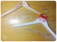Perchas Personalizadas de Juanlu y Sara http://www.lacasitadecuqui.es/2012/12/perchas-personalizadas-de-juanlu-y-sara/