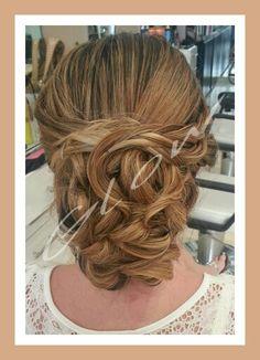 Bello peinado por glow #bridalupdo