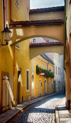 Altstadt Görlitz | Der Charakter von Straßen und Plätzen, die Bepflanzung der öffentlichen Grünanlagen und das Flair der historischen Altstadt prägen in entscheidendem Maß das Stadtbild.