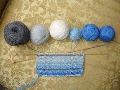 Knitting the Weather: Conceptual knitting - She knits a row a day according to sky color