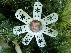Make it easy crafts: Snowflake Frame K-Cup Ornament.  Easy tutorial.