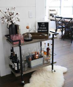 How to Style a Bar Car Like a Pro! The Perfect Bar Cart Formula--> Home Bar Decor, Bar Cart Decor, Diy Bar Cart, Apartment Bar, Apartment Living, Glamour Décor, Sweet Home, Bar Cart Styling, Plywood Furniture