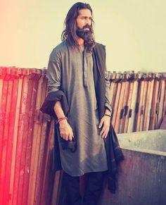 Grey long Kurta wore by a pakistani model Islamic Fashion, Muslim Fashion, Ethnic Fashion, Mens Fashion, Looks Style, My Style, Kurta Men, Pakistani Models, Muslim Men