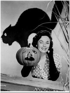 Classic Hollywood actress Ruth Roman, vintage Halloween pin-up girl photo