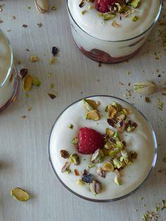 Et si nous allions faire un petit coucou à Dorian, pour lui dire merci de nous avoir concocté ces trifles framboises et pistaches, plein de douceur et de fraîcheur !