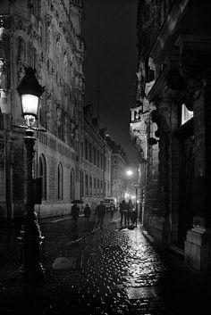 Brussels by night (près de la Grand-Place - dicht bij de Grote Markt) © Michel Delire