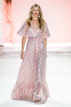 Badgley Mischka Spring 2020 Ready-to-Wear Fashion Show - Vogue Fashion 2020, Fashion Week, Daily Fashion, Runway Fashion, Spring Fashion, Fashion Show, Fashion Looks, Fashion Design, Women's Fashion