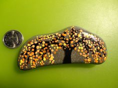 PAINTED BEACH STONE / Pebble Art