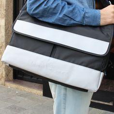Bolsa da Calvin Klein para você levar todos os seus pertences com muita praticidade.  #MyCalvins #RadicalChic