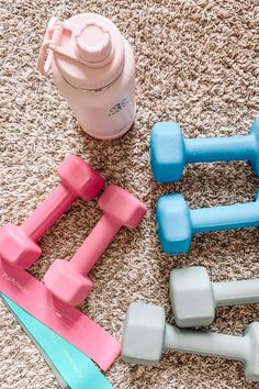 Sharing several home workout resources, and well as more info on my current fitness routine! Tips on how I stick to a home workout routine. Workout Room Home, Home Exercise Routines, Workout Rooms, At Home Workouts, Fun Workouts, Fitness Backgrounds, Workout Aesthetic, Fitness Aesthetic, Workout Pictures