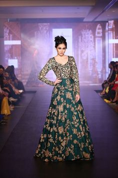 Shyamal and Bhumika Bridal Collection 2015 (Album) Indian Wedding Gowns, Pakistani Bridal Dresses, Indian Gowns, Pakistani Outfits, Indian Attire, Bridal Lehenga, Indian Bridal, Indian Outfits, Indian Clothes