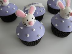 Little fondant Easter Bunnies - although, I think they turned out looking more like mice with rabbit ears! Monkey Cupcakes, Easter Bunny Cupcakes, Yummy Cupcakes, Easter Treats, Cupcake Cookies, Easter Cake, Halloween Candy Buffet, Best Halloween Candy, Tolle Cupcakes