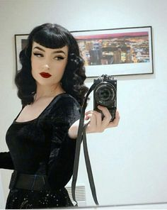 The waves / curls ❤️ - Amber . - - The waves / curls ❤️ - Amber . Gothic Hairstyles, Vintage Hairstyles, Hairstyles With Bangs, Cool Hairstyles, Pin Up Bangs, Pin Up Hair, V Bangs, Punk Outfits, Grunge Outfits