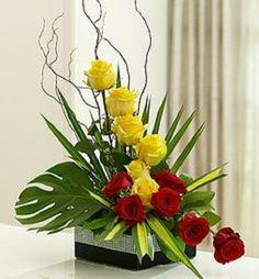 Resultado de imagem para arreglos florales de rosas amarillas