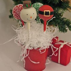 christmas cake pop mini bouquet by the cake pop company . Christmas Cake Pops, Christmas Minis, Christmas Snowman, Christmas Treats, Christmas Holidays, Christmas Decorations, Christmas To Do List, Best Christmas Recipes, Holiday Fun