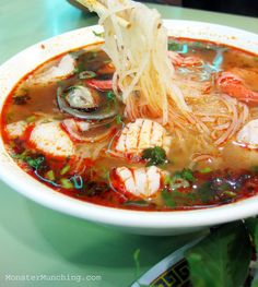 Should that concoction be called Faux-Pho? Asian Seafood Recipe, Seafood Boil Recipes, Raw Food Recipes, Asian Recipes, Soup Recipes, Vietnamese Recipes, Healthiest Seafood, Asian Soup, Breakfast Lunch Dinner
