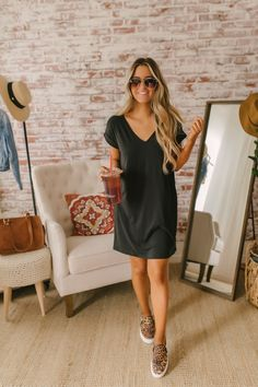 V-Neck Cuffed Sleeve T-Shirt Dress - Black Source by magnoliaboutique dress outfits Winter Dress Outfits, Casual Dress Outfits, Casual Summer Outfits, Mode Outfits, Black Tshirt Dress Outfit, Dress Black, T Shirt Dresses, Casual T Shirt Dress, Summer Outfits Women Over 40