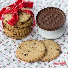 Dragilor, azi biscuim din nou :) Azi biscuim ceva bunnn de tot: cei mai geniali Read more... Baby Food Recipes, Cookie Recipes, Healthy Recipes, Healthy Food, Digestive Cookies, Biscuits, Deserts, Muffin, Food And Drink