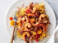 Dinner: Pan-Seared Shrimp with Rosemary Spaghetti Squash | Our plan helps you jump back into healthy eating with fresh food at a calorie level that keeps pep in your step. Use it post-holidays, following a week of vacation, or any time you need to get back on track. You'll feel energized, nourished, and empowered to continue enjoying a healthier life. Shrimp Spaghetti, Spaghetti Squash Recipes, 1 Cup, Green Beans, Clean Eating Recipes, Cooking Light Recipes, Cooking Ideas, Shrimp Recipes, Fish Recipes
