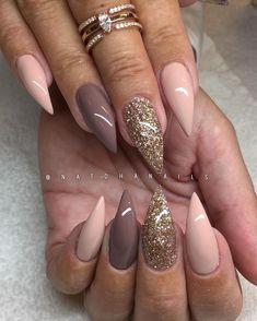 Egenblandat glitter, Puzzle 514 och Million 513 från #Semilac/ www.nagelbutiken.se - @ttnailartjakobsberg ✨ (natural nails)