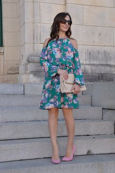 smalltownfancy.com Floral print cold shoulder dress. Pink pumps. Spring/summer