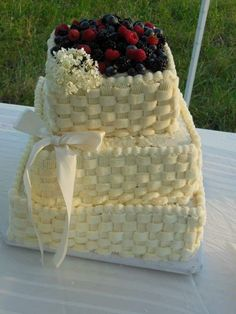 Basketweave country berry wedding cake