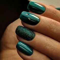 These 10 Liquid Green Nail Polish Ideas Will Glitter Your Hands