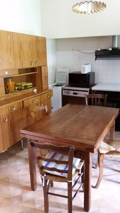 Kitchen, pre-renovation