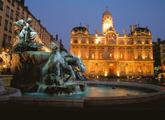 Lyon is another gorgeous city. Culinary center of France, too. That fountain is spectacular Wonderful Places, Great Places, Places To See, Beautiful Places, Ville France, Lyon France, Bellecour Lyon, France Information, Lyon City