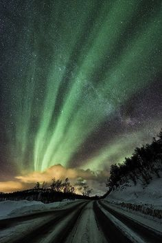 Amazing Auroral Photography by Tommy Richardsen http://www.cruzine.com/2013/03/15/amazing-auroral-photography-richardsen/