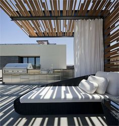 A modern-style pergola on a rooftop terrace. When old around strategy, the pergola has become Metal Pergola, Outdoor Pergola, Cheap Pergola, Wooden Pergola, Backyard Pergola, Outdoor Decor, Pergola Ideas, Metal Roof, Terrace Ideas