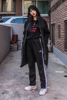 Asian Street Style, Korean Street Fashion, Asian Fashion, Look Fashion, Japanese Fashion, Girl Fashion, Fashion Outfits, Boyish Outfits, Chill Outfits