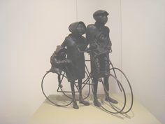 Familia en bici (escultura) Expo  Granada 2010