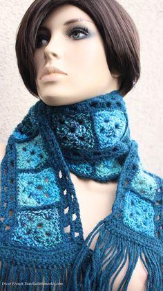 Articles similaires à Écharpe originale laine alpaga bleu canard,bleu  pétrole,bleu ciel crocheté main pour femme ou ado fille,accessoire de mode,cadeau  de ... 1b896af3cc5