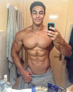 The beauty of men. Selfies, Superman, Bodybuilding, Hispanic Men, Hottest Guy Ever, Male Physique, Body Inspiration, Muscle Men, Biceps
