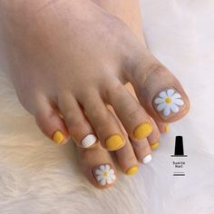 Foxy Toe Nail Arts to Copy - Ani Exclusive Cute Toe Nails, Super Cute Nails, Toe Nail Art, Pretty Nails, Cute Nail Art Designs, Toe Nail Designs, Beautiful Nail Designs, Pedicure Nails, Diy Nails