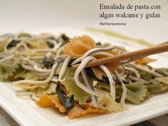 Ensalada de pasta con algas wakame y gulas - MisThermorecetas Great Recipes, Healthy Recipes, Savoury Recipes, Healthy Food, Alga Wakame, Sandwiches, I Want To Eat, Food Photography, Spaghetti