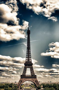 Eiffel Tower - Paris - France (von Tom Roeleveld)