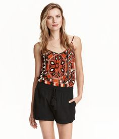 CONSCIOUS. Flared camisole top in soft jersey with a printed pattern. V-neck and narrow shoulder straps. Made from recycled polyester.