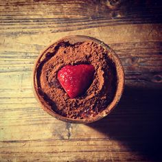 Est-ce que vous connaissez le #chtiramisu ou comme j'aime l'appeler le «Tiremoidessus» à la différence de la recette classique point d'alcool et à la place du café de la Chicorée, et les boudoirs sont remplacés par des biscuits spéculos 🤗Ainsi les tout petits peuvent en manger 🥰😁 si la recette vous intéresse je pourrais vous la donner sur le blog ☺️ il suffit de demander 🥰  #tiramisu #tiramisufraise #fraise #chicoree #speculos #cooking #recipes #recette #pauldebauche #blogcuisine #blogculi Place, Point, Grapefruit, Panna Cotta, Biscuits, Ethnic Recipes, Food, Alcohol, Home Made