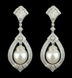 white gold diamond and pearl earrings. Bijoux Art Deco, Art Deco Jewelry, Pearl Jewelry, Diamond Jewelry, Antique Jewelry, Vintage Jewelry, Fine Jewelry, Jewelry Design, Pearl Earrings