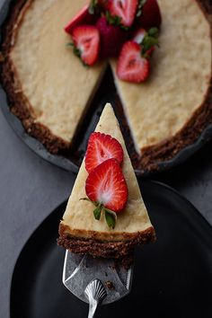 You are looking for a nut and gluten free cake? This is the right place for you! Check out this super delicious best cheesecake recipe ever!